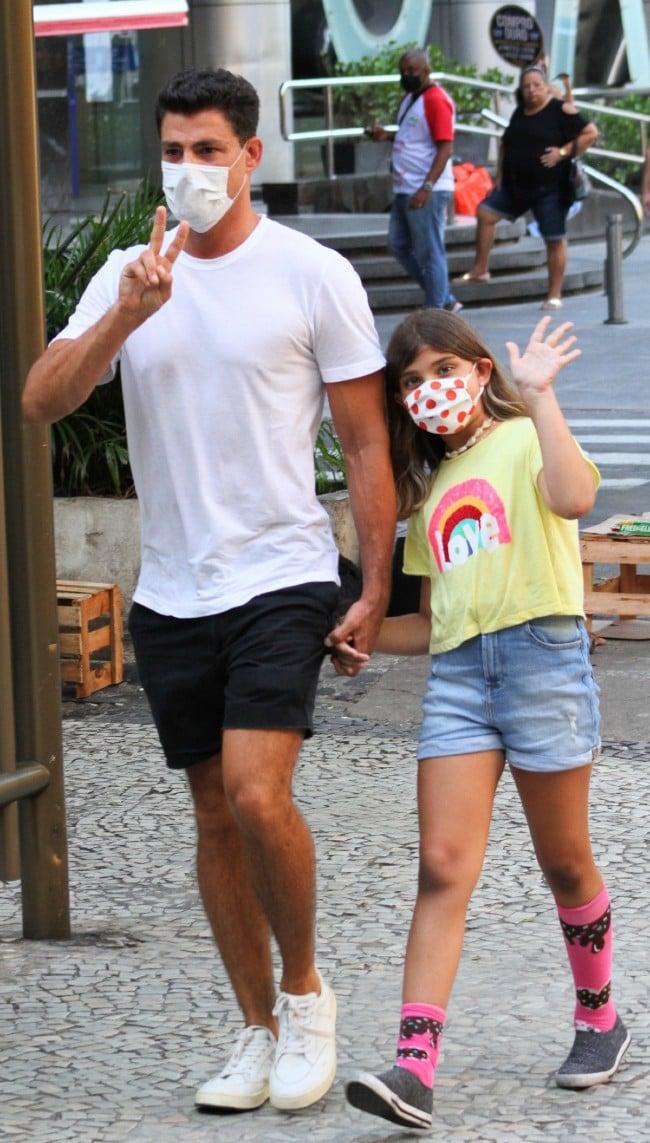 Cauã Reymond com sua filha Sofia