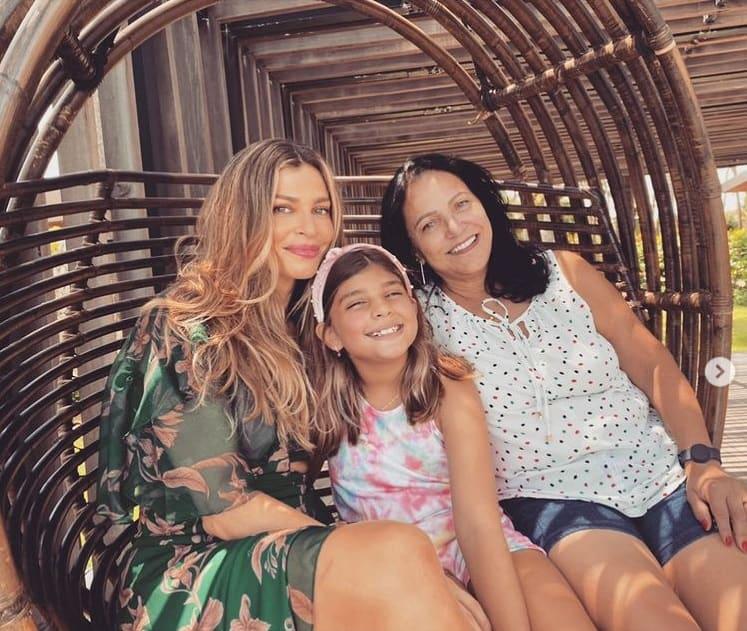 Grazi Massafera junto com a filha e a mãe