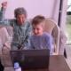 A idosa e o bisneto deram um show de animação