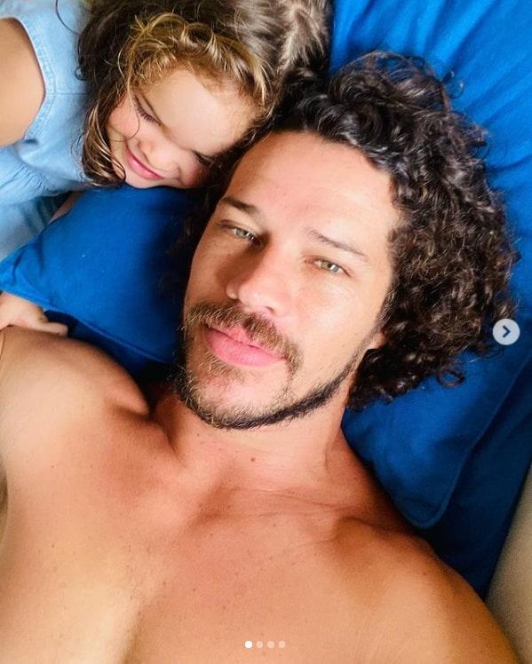 José Loreto junto com sua filha com Débora Nascimento
