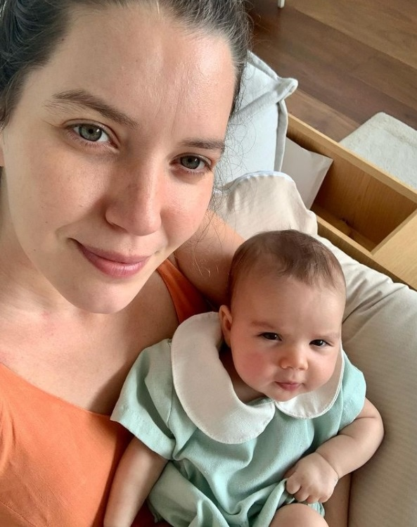 Nathalia Dill e a filha de dois meses