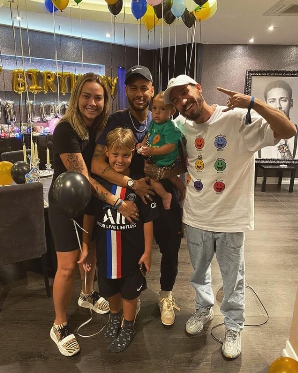 Neymar com Carol Dantas e o filho deles