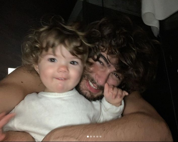 Rafael Vitti junto com a bebê Clara Maria