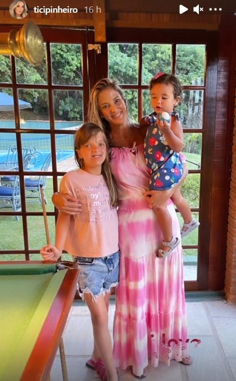 Rafaella Justus com sua mãe Ticiane Pinheiro e a irmã caçula