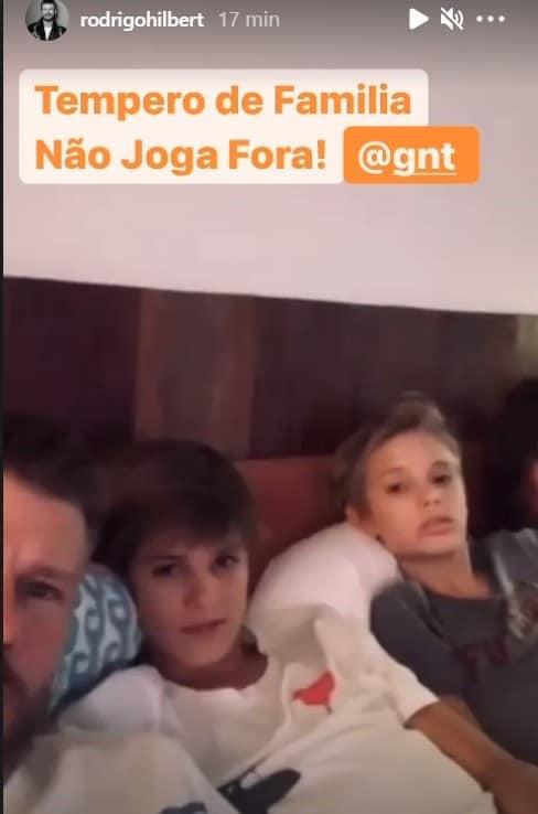 Fernanda Lima e Rodrigo Hilbert com os filhos gêmeos