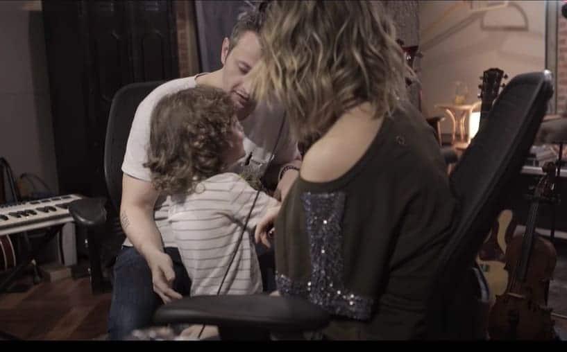 Sandy e Lucas Lima junto com o seu filho