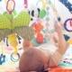 Entenda para que servem os tapetes de atividades para bebês