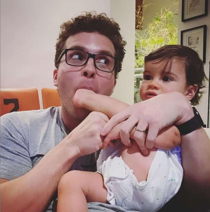 Thiago Fragoso com o filho mais novo