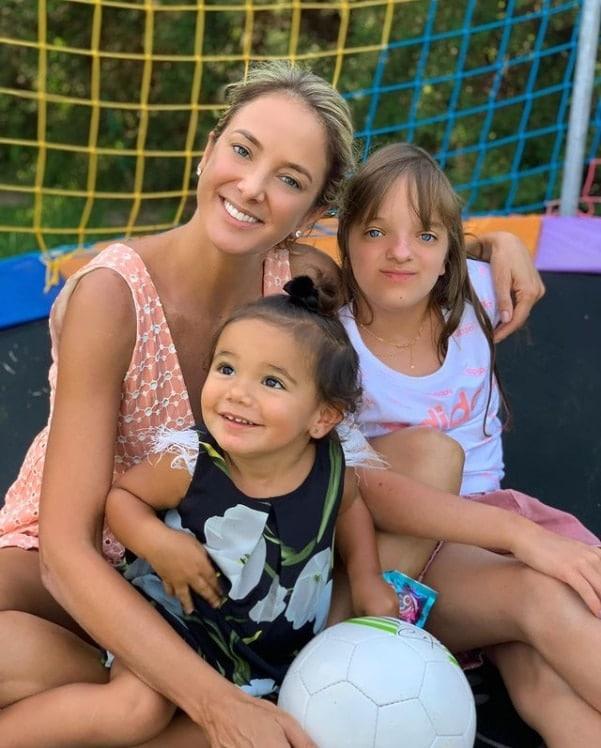 Ticiane Pinheiro junto com as filhas