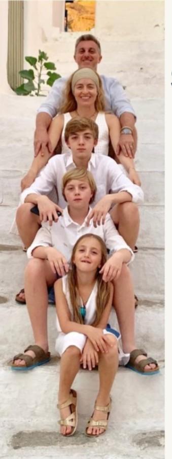 Angélica e Luciano Huck em foto em família