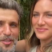 Bruno Gagliasso e Giovanna Ewbank mostraram o filho no enorme lago da família