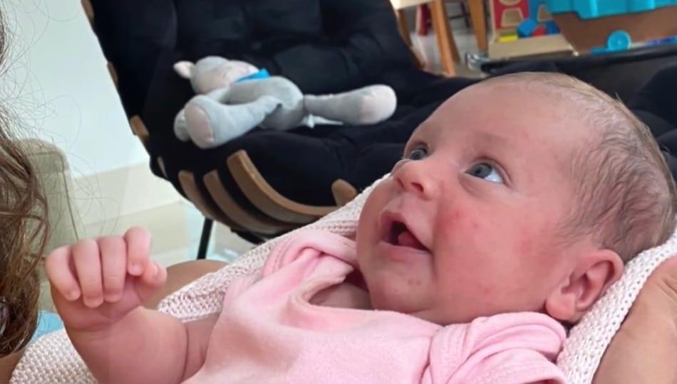 Camilla Camargo apresentou sua bebê e encantou