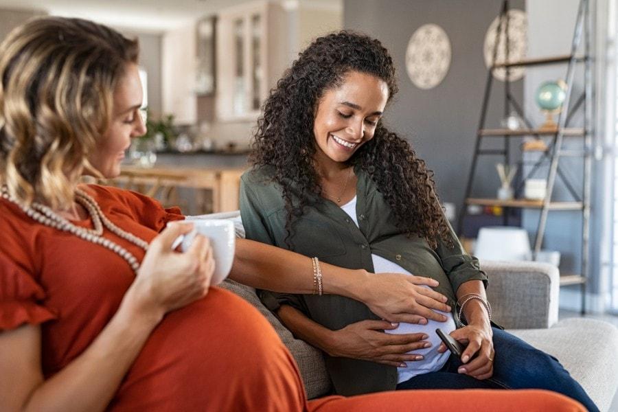 Uma dica de como economizar no enxoval do bebê é conversar com outras grávidas