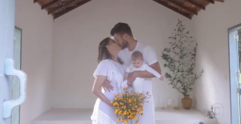 Fernanda Lima e Rodrigo Hilbert junto com a filha no casamento