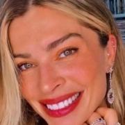 Grazi Massafera apareceu com a filha no seu apartamento de luxo e encantou