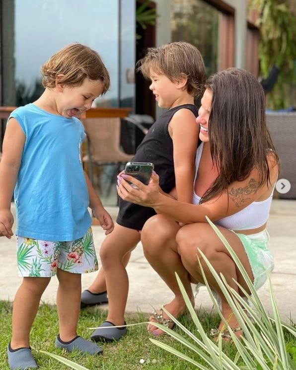 Andressa Suita com os dois filhos com Gusttavo Lima