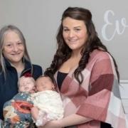 A filha teve a ajuda da mãe para ter seu primeiro bebê
