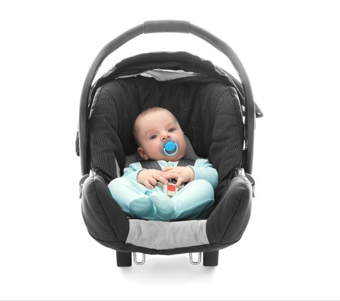 Saiba o que comprar para bebê recém-nascido e porque o bebê conforto é tão usado