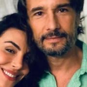Mel Fronckowiak surgiu com a filha com Rodrigo Santoro