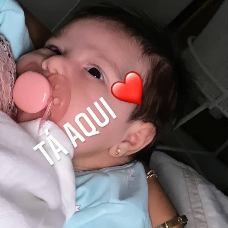 A bebê Zaya, filha de Simone