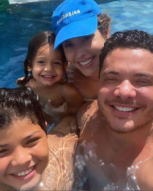 Thyane Dantas junto com Wesley Safadão e filhos no último final de semana