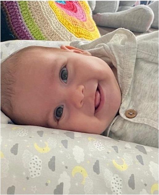 Camilla Camargo mostrou esta foto da sua filha