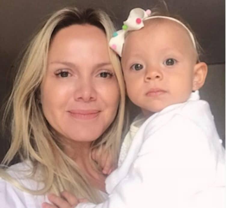 Eliana com sua filha Manuela ainda bebê em foto rara