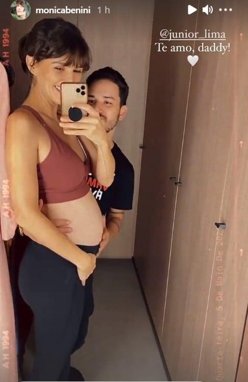 Junior Lima junto com sua esposa grávida