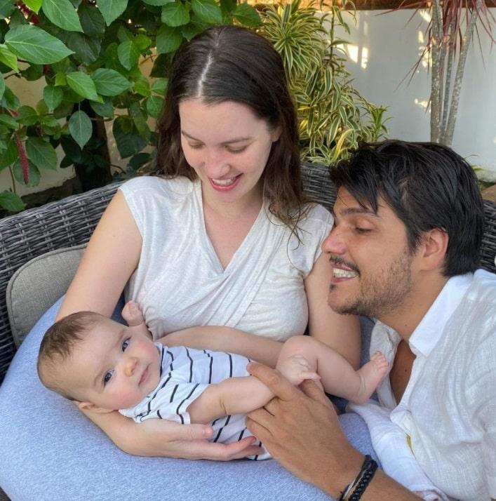 Nathalia Dill em rara aparição com a filha e o noivo