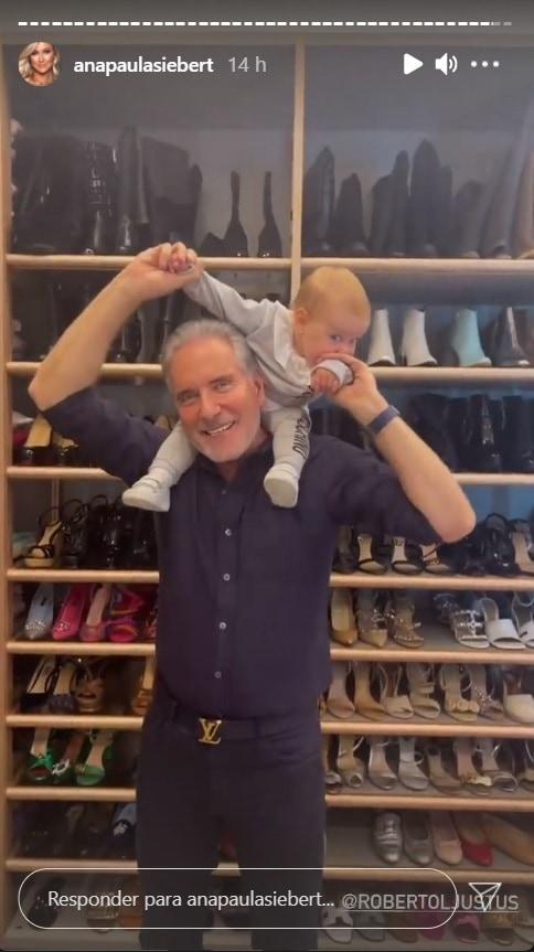 Roberto Justus e sua bebê no closet de Ana Paula Siebert
