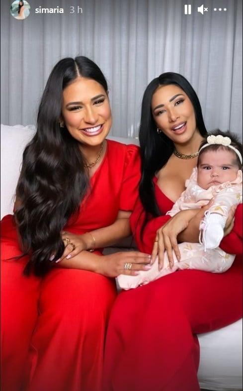 Simaria junto com a irmã Simone e a bebê Zaya