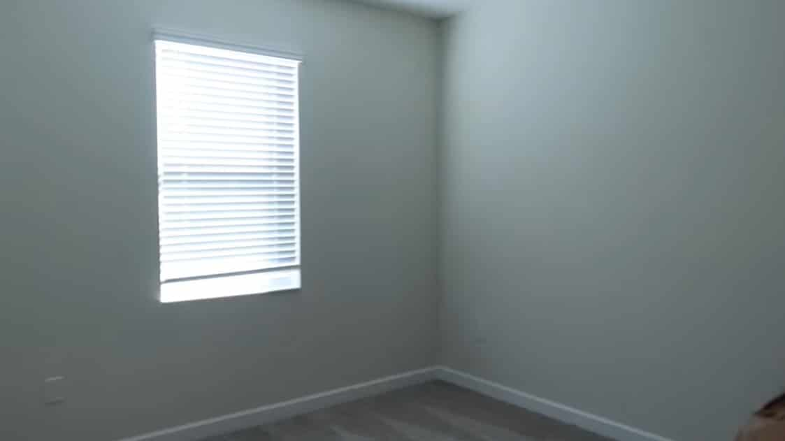Simone mostrando quarto da filha nos Estados Unidos