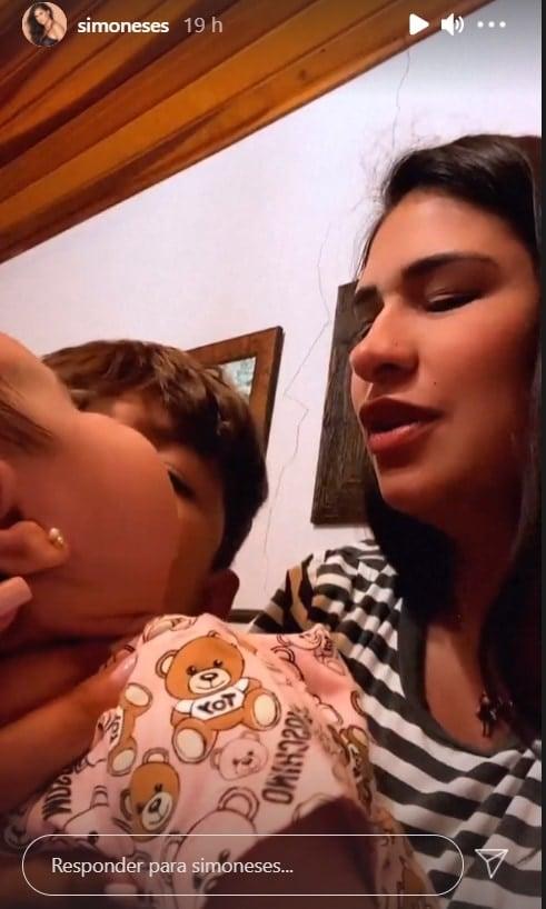Simone com a pequena Zaya e o fofo Henry