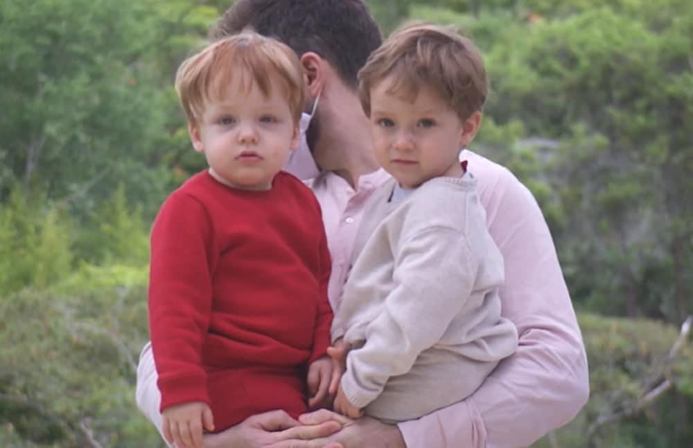 Thales Bretas com seus filhos com o humorista Paulo Gustavo