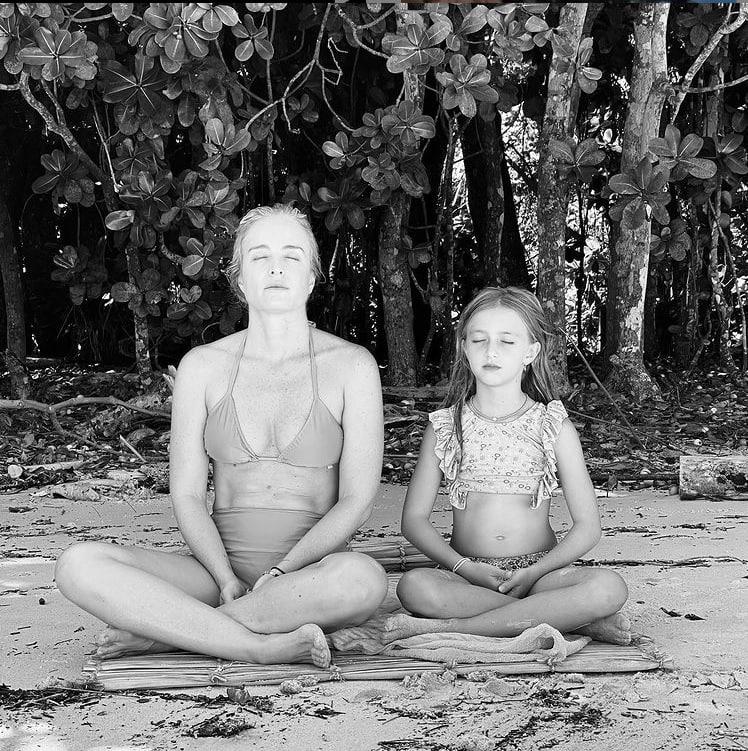 Angélica e a filha Eva de oito anos