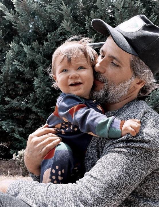 Bruno Gagliasso e o pequeno Zyan de 11 meses