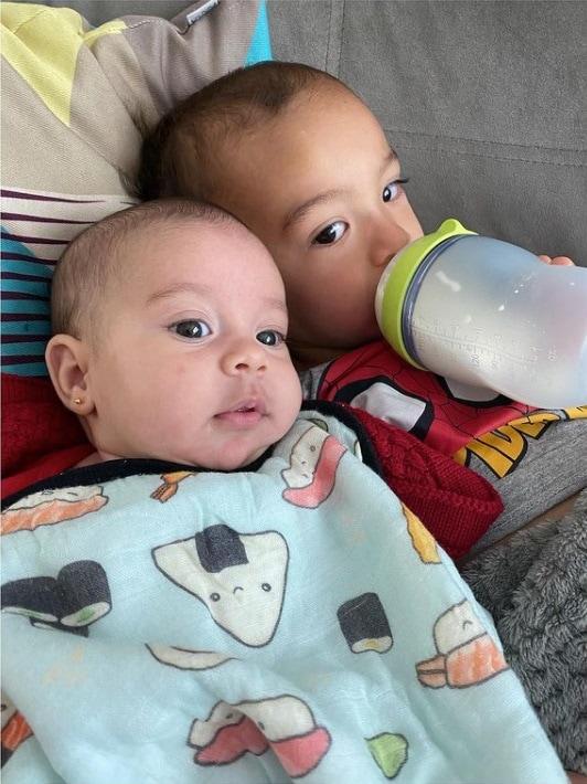 Joaquim e Julia, os dois filhos de Camilla Camargo