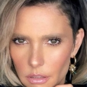Fernanda Lima apareceu com os filhos gêmeos ainda recém-nascidos
