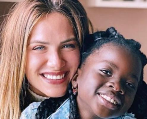 Giovanna Ewbank está comemorando o aniversário da filha Titi