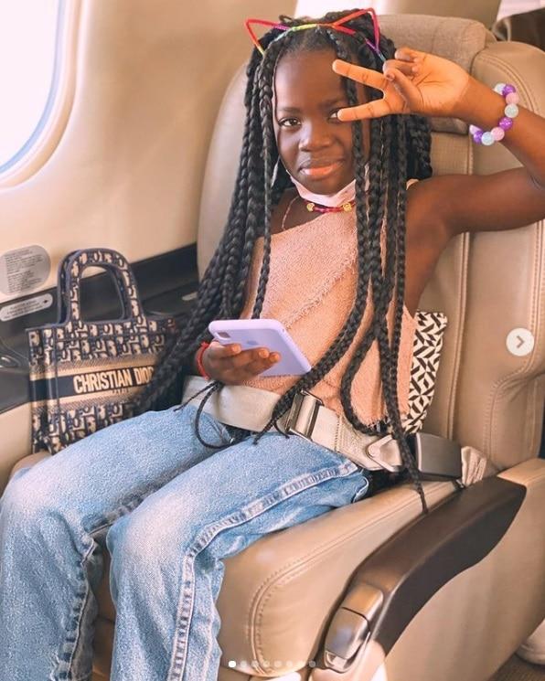 Giovanna Ewbank mostrando sua filha com bolsa de grife