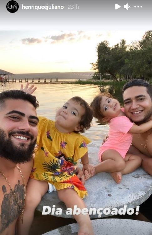 Henrique e Juliano com as filhas pequenas