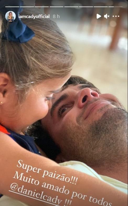 Ivete Sangalo mostrando a filha e o marido