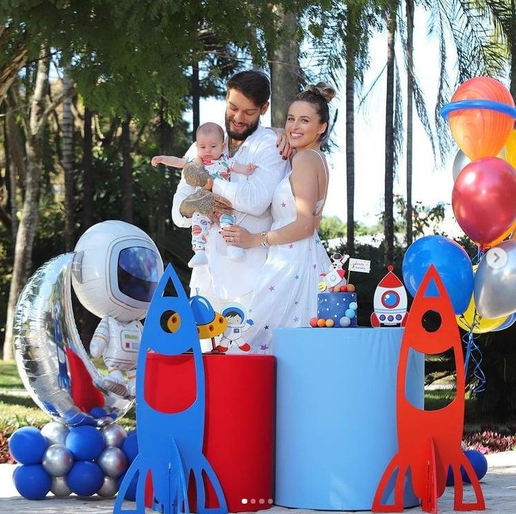Lucas Lucco comemorando o mêsversário do seu bebê