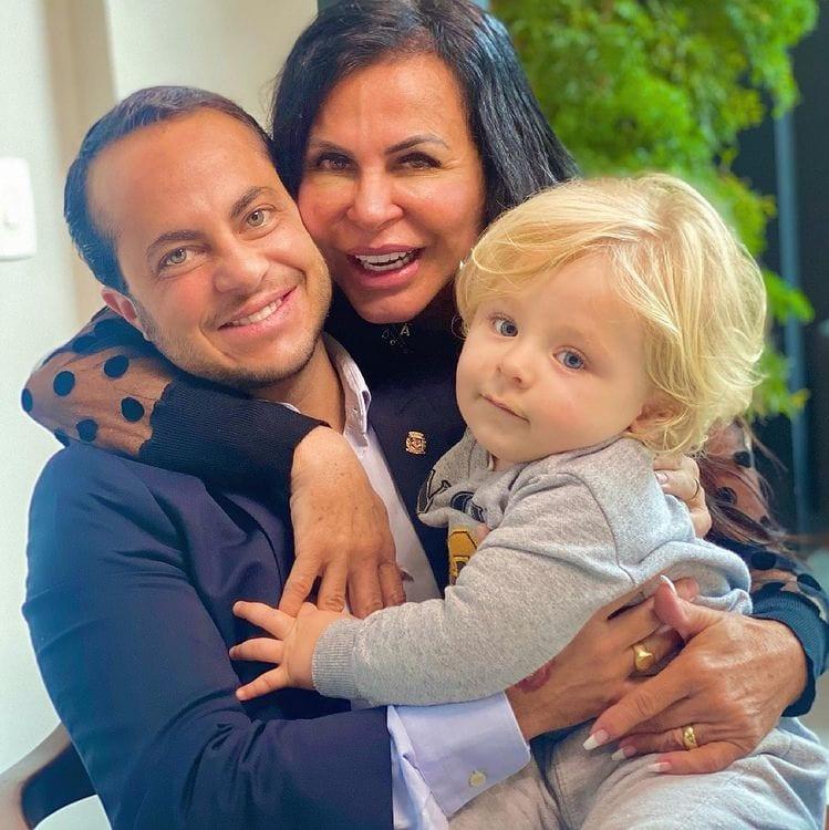 Thammy Miranda com o filho Bento e sua mãe Gretchen