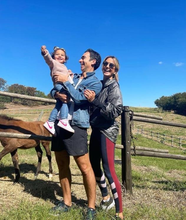 Ticiane Pinheiro e Cesar Tralli juntos com sua bebê Manuella