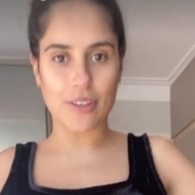 Camilla Camargo mostrou a barriga após gestações seguidas