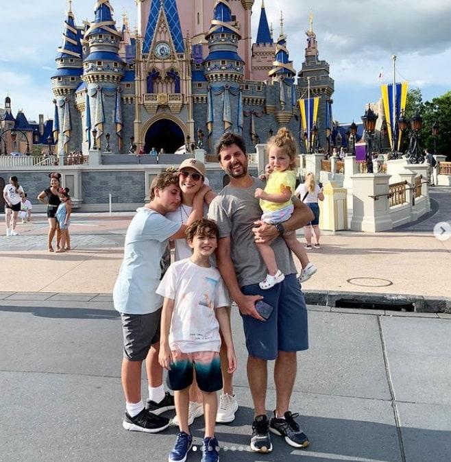 Claudia Leitte em um passeio com a família
