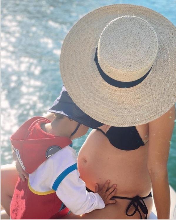 Monica Benini grávida em registro de Junior Lima