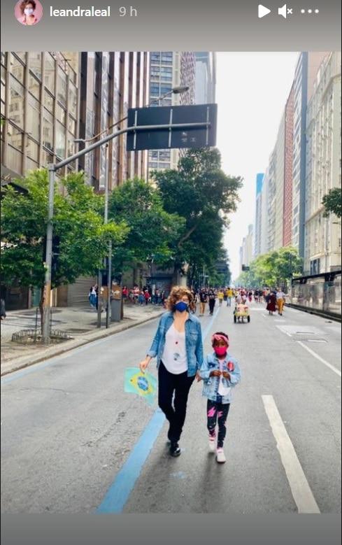 Leandra Leal junto com a pequena Júlia, sua filha