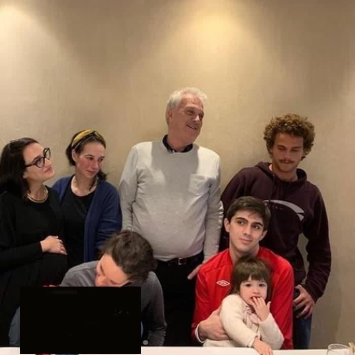 Pedro Bial em rara aparição com os filhos